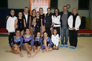 Cesena, 2012. Il presidente Dones, con le ragazze e gli istruttori Forminte, Cosma, Meldoli e Plachesi.