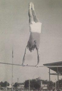 Cesena, agosto 1951 - Ippodromo comunale. Leo Barducci in un passaggio alla sbarra.